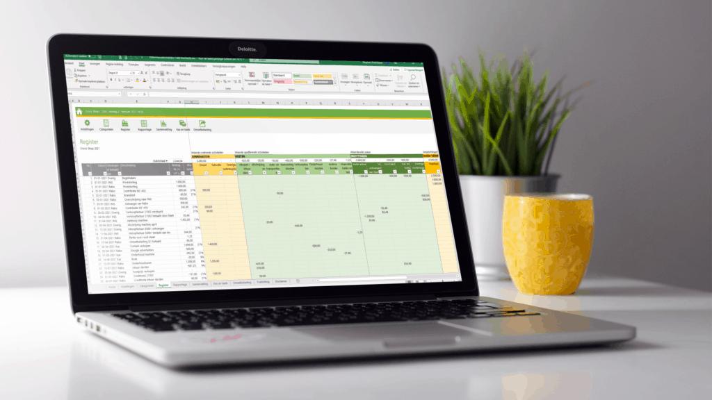 Kolommenadministratie in Excel voorbeeld op laptop